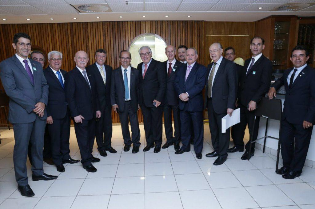Presidente da FCDL/RJ participa de encontro na Câmara dos Deputados