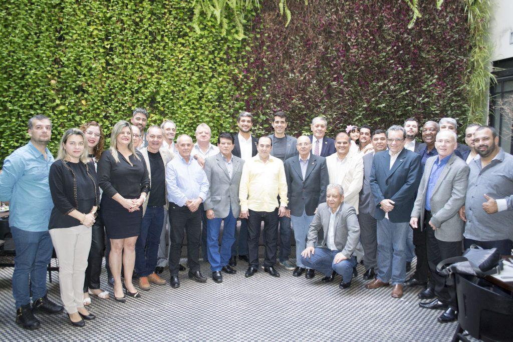 FCDL/RJ comemora Dia do Comerciante com lideranças das CDLs fluminenses
