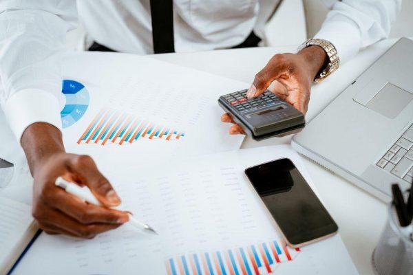 CNDL: 96% dos empresários dizem que carga tributária impede crescimento